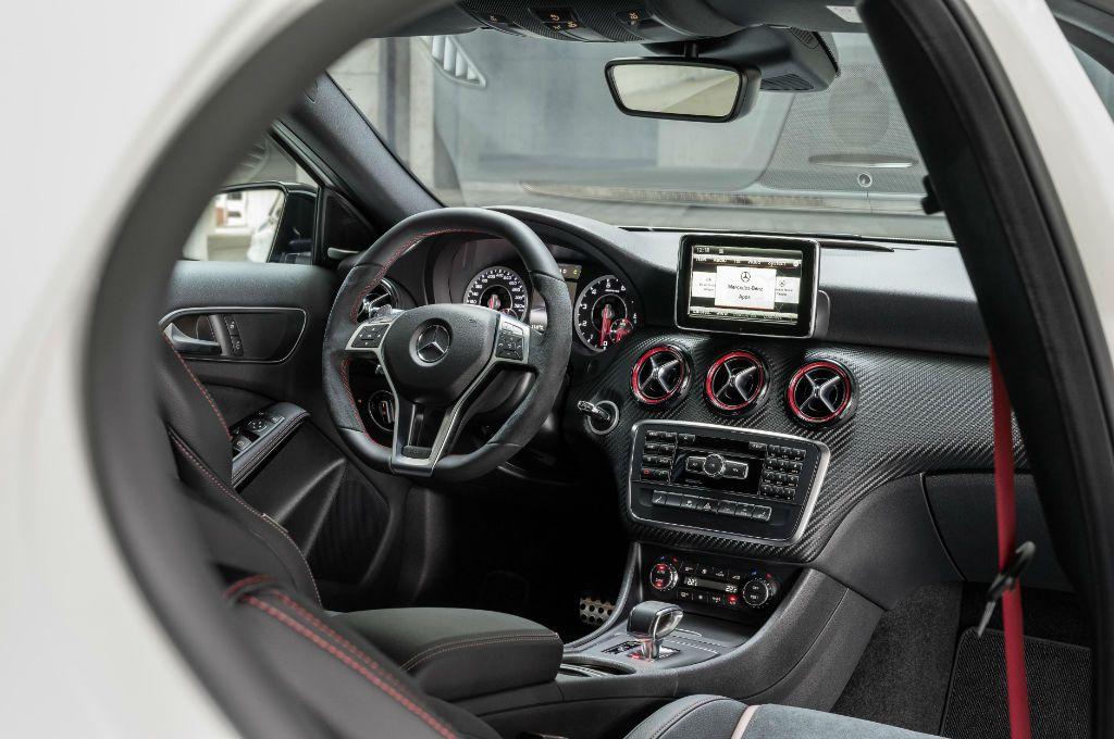 Meredes A45 AMG Interior-w1024