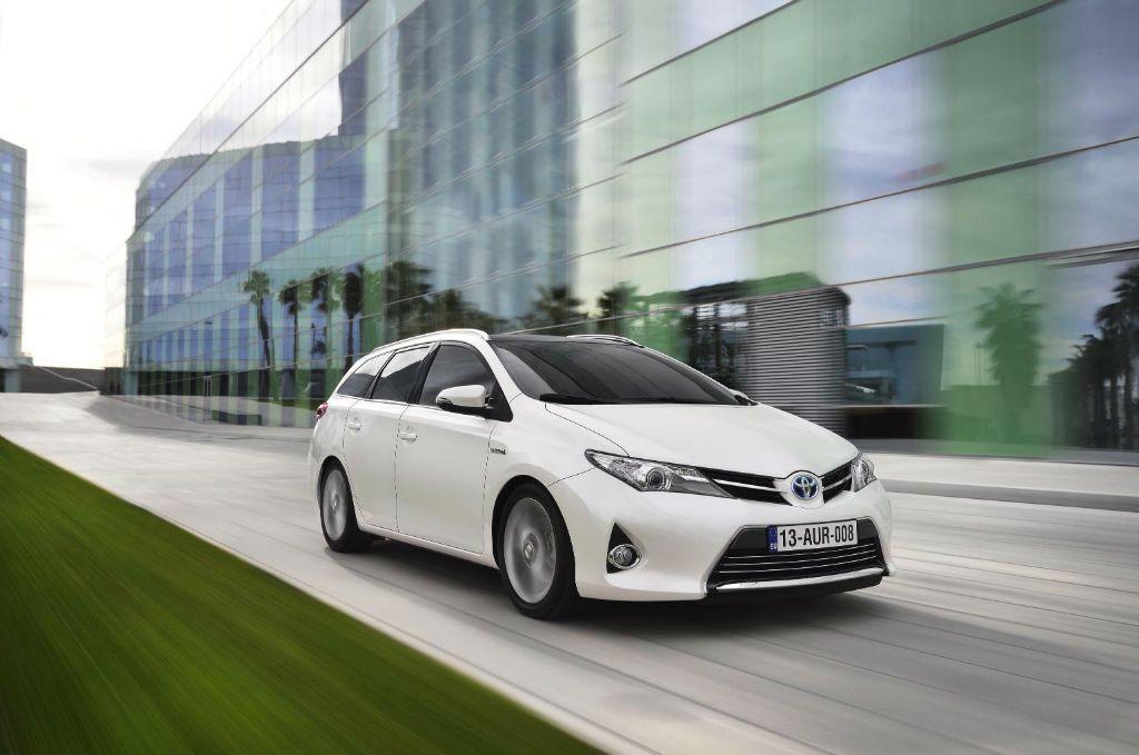 Toyota Auris Estate Front