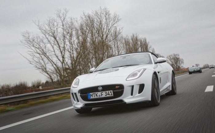 Jaguar F Type White Front 700x432 - Jaguar F Type Sprint Test - Jaguar F Type Sprint Test
