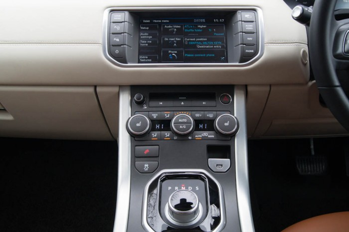 Range Rover Evoque Coupe Center Console 2 700x465 - Range Rover Evoque Review – The perfect on roader? - Range Rover Evoque Review – The perfect on roader?