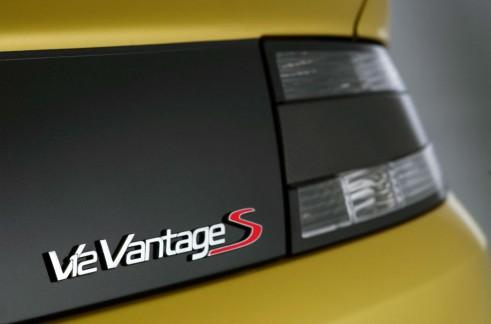 Aston Martin V12 Vantage S Badge - carwitter