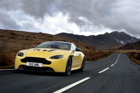 Aston Martin V12 Vantage S Front - carwitter