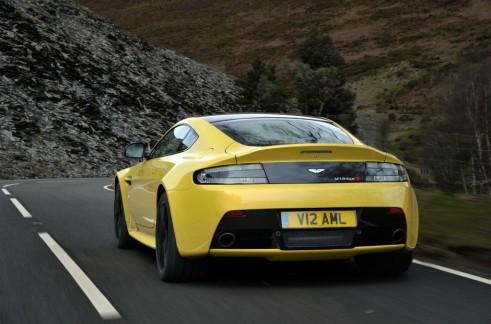 Aston Martin V12 Vantage S Rear - carwitter
