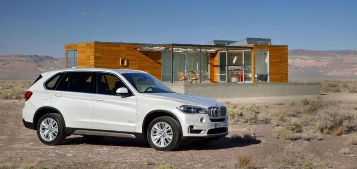 New BMW X5 2013 Side carwitter e1369940698125 700x332 - New BMW X5 2013 Specs & Price - New BMW X5 2013 Specs & Price