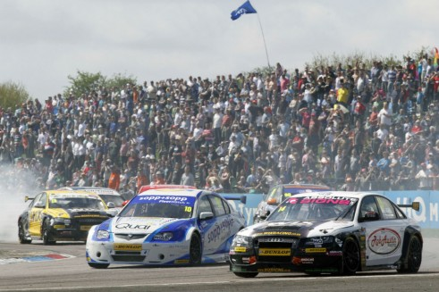 BTCC 2013 - WIX Racing in action - carwitter