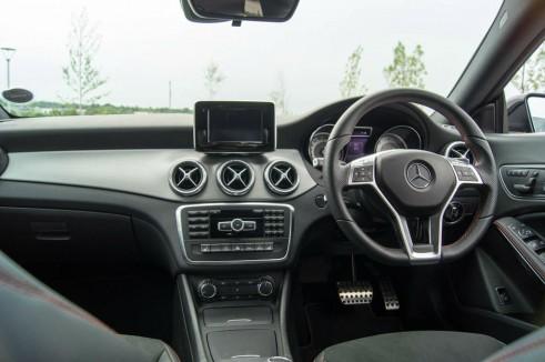 Merceds Benz CLA AMG Sport - Dashboard - carwitter.jpg