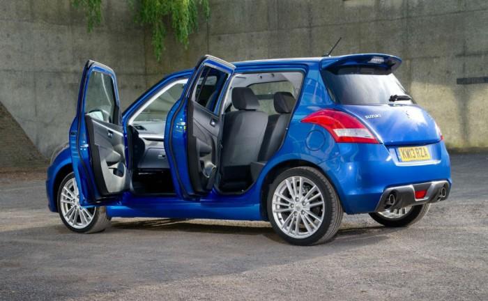 2013 Suzuki Swift Sport 5 Door Rear Angle carwitter 700x432 - Suzuki Swift Sport 5 Door - Suzuki Swift Sport 5 Door