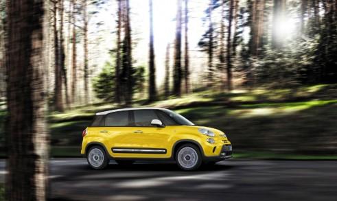 Fiat 500L Trekking Side - carwitter