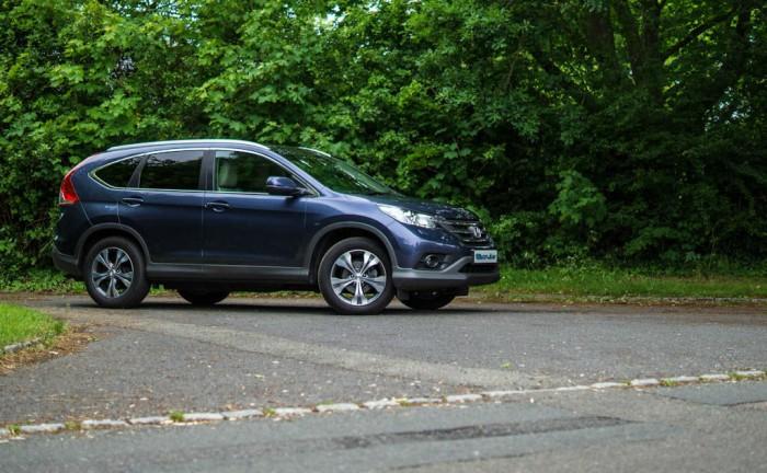Honda CRV Review Angle carwitter 700x432 - 2013 Honda CR-V Review – Comfortable cruiser - 2013 Honda CR-V Review – Comfortable cruiser