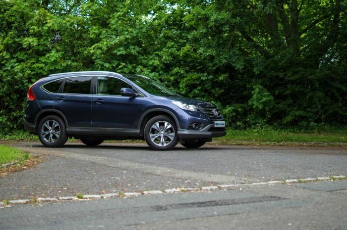Honda CRV Review Angle carwitter 700x465 - 2013 Honda CR-V Review – Comfortable cruiser - 2013 Honda CR-V Review – Comfortable cruiser