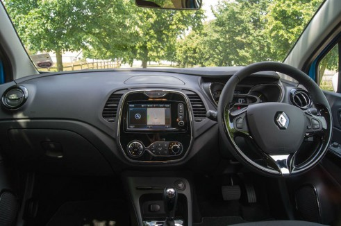 Renault Captur Review Dashboard - carwitter