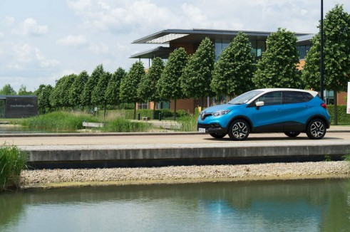 Renault Captur Review Side Angle - carwitter