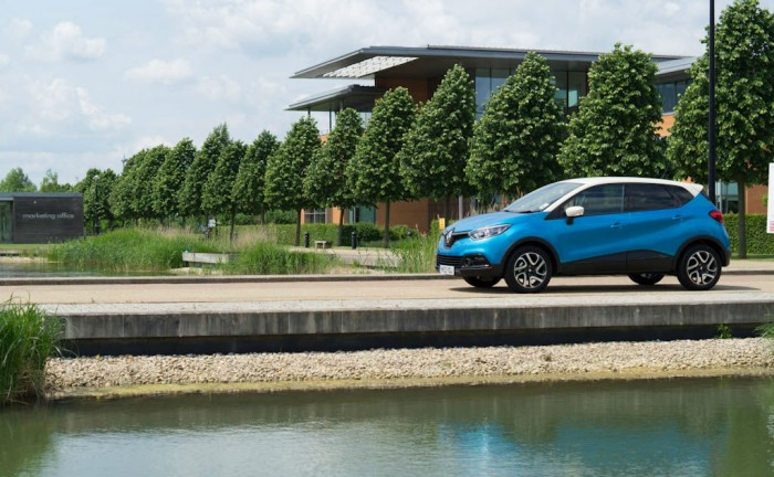 Renault Captur Review Side Angle carwitter 700x432 - Renault Captur Review – The new kid on the block - Renault Captur Review – The new kid on the block