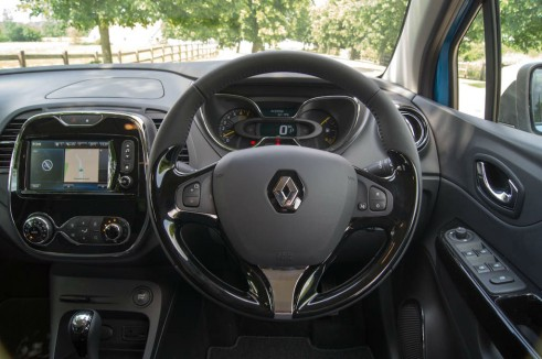 Renault Captur Review Steering Wheel carwitter 491x326 - Renault Captur Review – The new kid on the block - Renault Captur Review – The new kid on the block