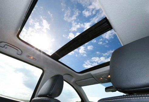 Suzuki SX4 S-Cross Panoramic Sunroof - carwitter