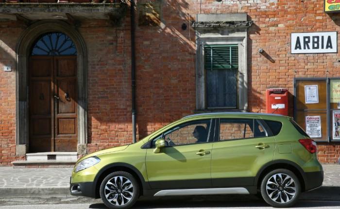 Suzuki SX4 S Cross Side carwitter 700x432 - Suzuki SX4 S-Cross Price & Spec - Suzuki SX4 S-Cross Price & Spec