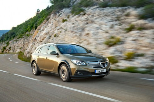 Vauxhall Insignia Country Tourer Front - carwitter