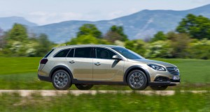 Vauxhall Insignia Country Tourer Side - carwitter