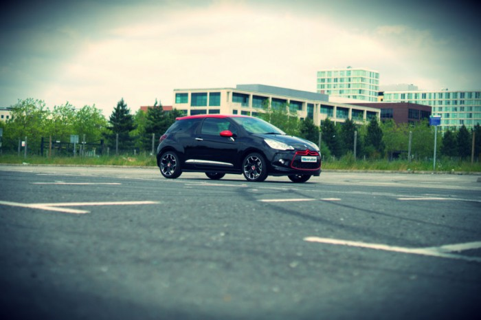 Citroen DS3 RED Review Side Angle carwitter 700x465 - Citroen DS3 DSport RED Review – Head turner - Citroen DS3 DSport RED Review – Head turner