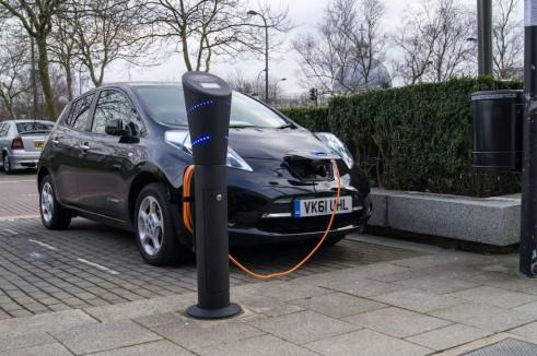 Hertz Nissan Leaf Charging Milton Keynes - carwitter