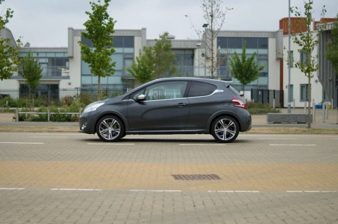 Peugeot 208 GTI Review Side On - carwitter