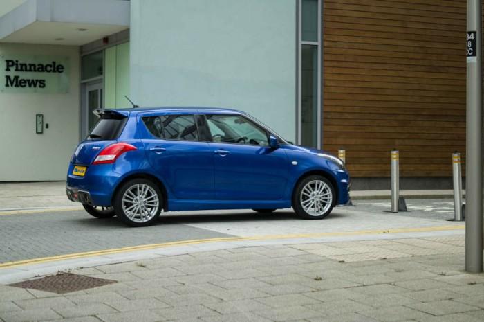 Suzuki Swift Sport 5 Door Review Front Side carwitter 700x465 - Suzuki Swift Sport 5 Door Review - Practical fun - Suzuki Swift Sport 5 Door Review - Practical fun