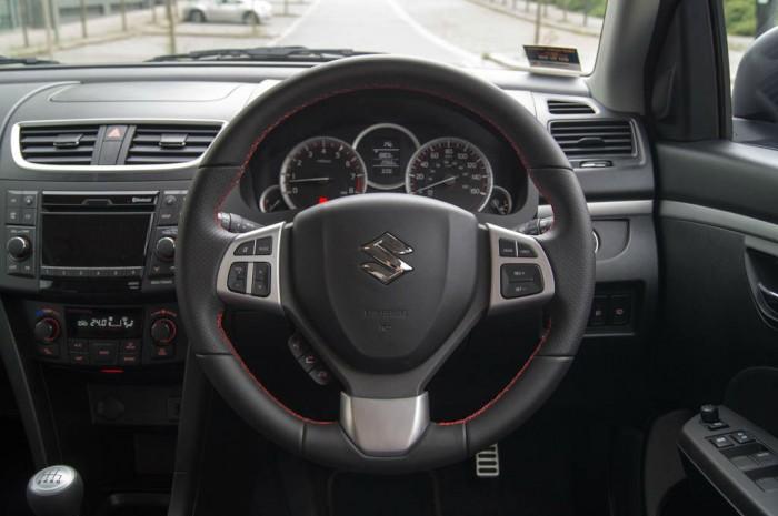 Suzuki Swift Sport 5 Door Review Steering Wheel carwitter 700x465 - Suzuki Swift Sport 5 Door Review - Practical fun - Suzuki Swift Sport 5 Door Review - Practical fun