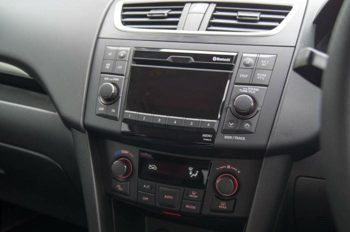 Suzuki Swift Sport 5 Door Review Stereo carwitter 700x465 - Suzuki Swift Sport 5 Door Review - Practical fun - Suzuki Swift Sport 5 Door Review - Practical fun