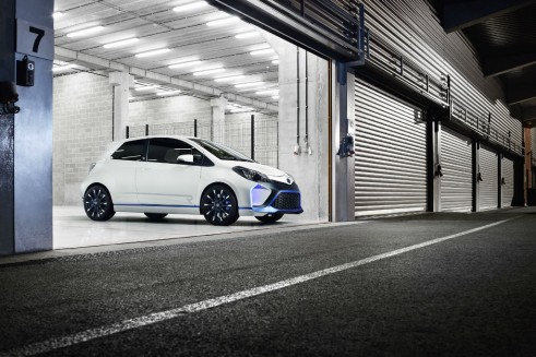 Toyota Yaris Hyrbid-R Concept Front - carwitter