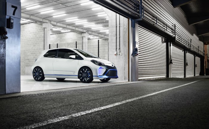 Toyota Yaris Hyrbid R Concept Front carwitter 700x432 - Toyota Yaris Hybrid-R Concept - Toyota Yaris Hybrid-R Concept