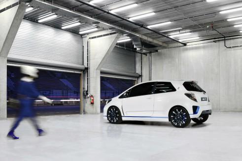 Toyota Yaris Hyrbid-R Concept Rear - carwitter