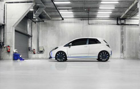 Toyota Yaris Hyrbid-R Concept Side - carwitter