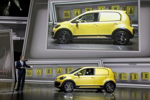 Volkswagen E-load up! - Frankfurt 2013 - carwitter