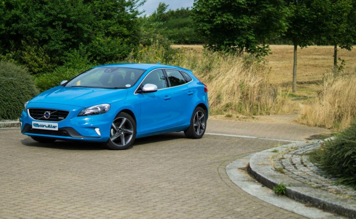 Volvo V40 Review Front Angle Left carwitter 700x432 - Volvo V40 Review – Technological masterpiece - Volvo V40 Review – Technological masterpiece