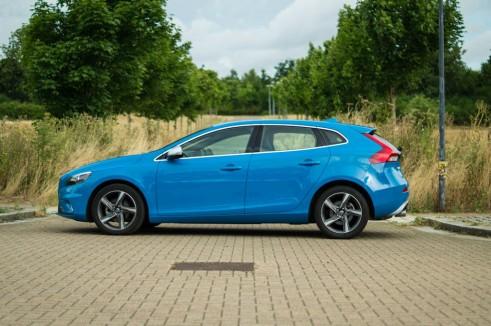 Volvo V40 Review Side - carwitter