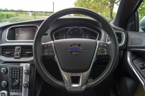 Volvo V40 Review Steering Wheel - carwitter