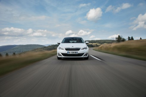 2014 Peugeot 308 Front On - carwitter
