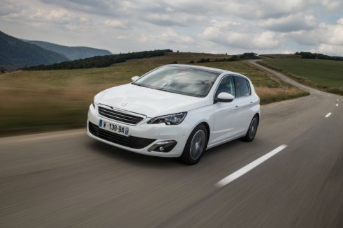 2014 Peugeot 308 Front - carwitter