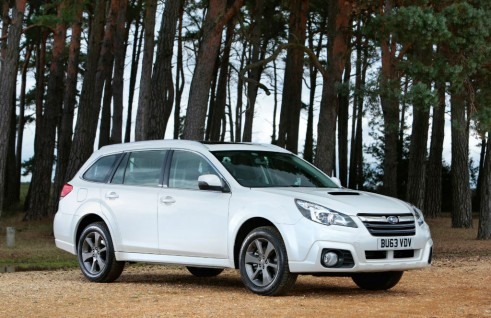 2014 Subaru Outback 2.0D SX Lineartronic Side Angle - carwitter