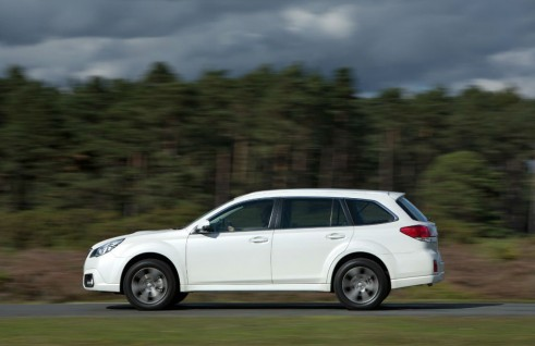 2014 Subaru Outback 2.0D SX Lineartronic Side - carwitter