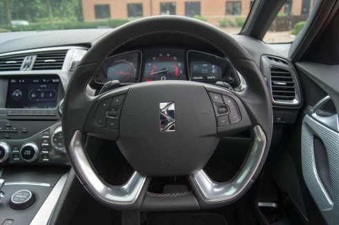 Citroen DS5 Review - Steering Wheel - carwitter