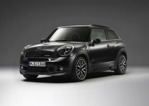 MINI John Cooper Works Paceman Frozen Black Front Angle - carwitter