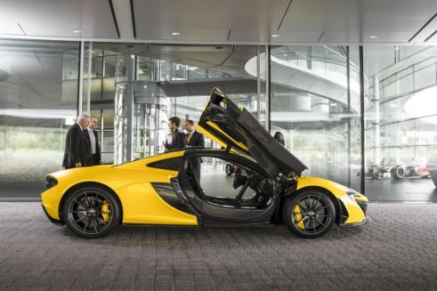 McLaren P1 Side Doors Open Yellow - carwitter