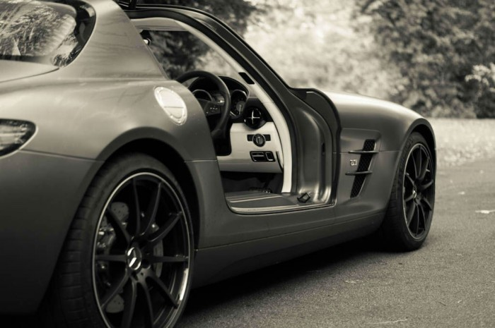 Mercedes Benz SLS AMG GT Monza Grey Review Interior Side carwitter 700x465 - The Challenges Of Driving A Supercar - The Challenges Of Driving A Supercar