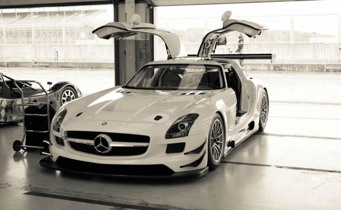 Mercedes SLS GT3 Eurotech Front Angle carwitter 700x432 - Mercedes SLS GT3 - Eurotech Racing - Mercedes SLS GT3 - Eurotech Racing
