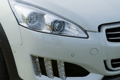 Peugeot 508 RXH Review - Bi-Xeon Headlights - carwitter