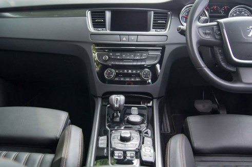 Peugeot 508 RXH Review - Center Console - carwitter