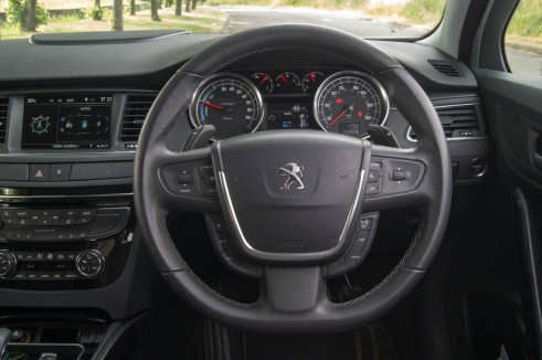 Peugeot 508 RXH Review - Steering Wheel - carwitter