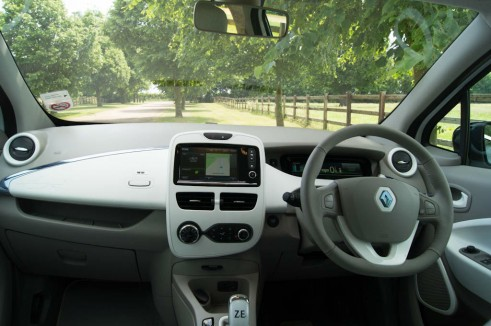 Renault ZOE Review - Dashboard - carwitter