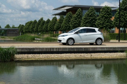 Renault ZOE Review - Side Angle Scenic - carwitter
